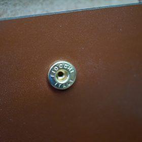 ホーウィン社製シェルコードバンの#8色の縦長二つ折り財布(ゴールド色)-1-13