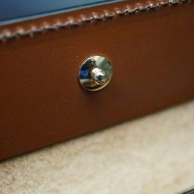ホーウィン社製シェルコードバンの#8色の縦長二つ折り財布(ゴールド色)-1-14
