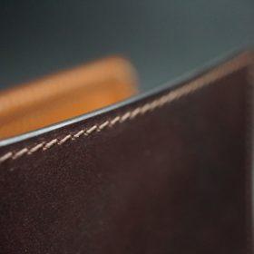 ホーウィン社製シェルコードバンの#8色の縦長二つ折り財布(ゴールド色)-1-4