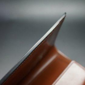 ホーウィン社製シェルコードバンの#8色の縦長二つ折り財布(ゴールド色)-1-5