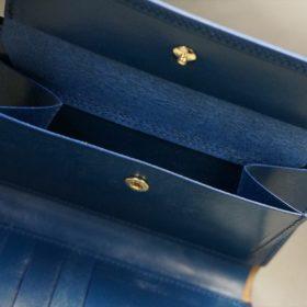ロカド社製オイルコードバンのネイビー色の縦長二つ折り財布(ゴールド色)-1-9