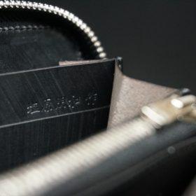 ロカド社製オイル仕上げコードバンのブラック色のラウンドファスナー長財布(シルバー色)-1-13
