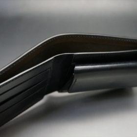 新喜皮革社製オイル仕上げコードバンのブラック色の二つ折り財布(ゴールド色)-1-4