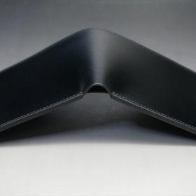 新喜皮革社製オイルコードバンのブラック色の二つ折り財布(小銭入れなしタイプ)-1-4