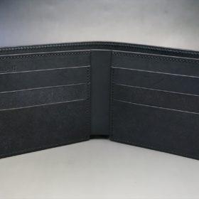 新喜皮革社製オイルコードバンのブラック色の二つ折り財布(小銭入れなしタイプ)-1-7