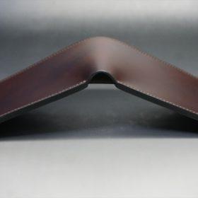 新喜皮革社製オイルコードバンのバーガンディ色の二つ折り財布(小銭入れなしタイプ)-1-4