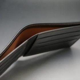 新喜皮革社製オイルコードバンのバーガンディ色の二つ折り財布(小銭入れなしタイプ)-1-5