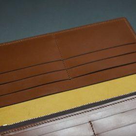 新喜皮革社製オイルコードバンのコーヒーブラウン色のスタンダード長財布(ゴールド色)-1-13
