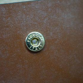 新喜皮革社製オイル仕上げコードバンのコーヒーブラウン色の二つ折り財布(ゴールド色)-1-11