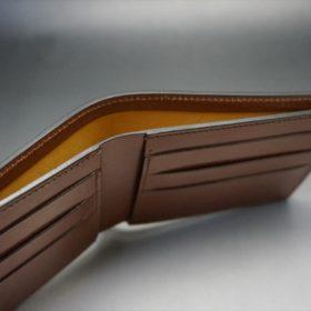 新喜皮革社製オイルコードバンのコーヒーブラウン色の二つ折り財布(小銭入れなしタイプ)-1-5