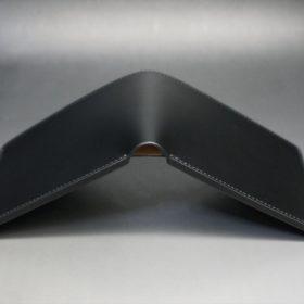 新喜皮革社製顔料仕上げコードバンのブラック色の二つ折り財布(小銭入れなしタイプ)-1-3