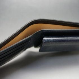 新喜皮革社製顔料仕上げコードバンのネイビー色の二つ折り財布(ゴールド色)-2-4