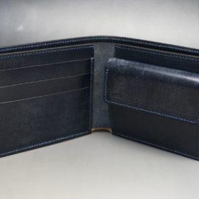 新喜皮革社製顔料仕上げコードバンのネイビー色の二つ折り財布(ゴールド色)-2-5