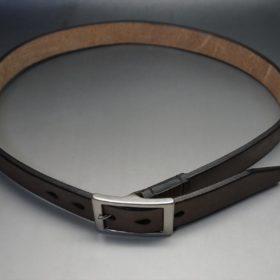 J.ベイカー社製ブライドルレザーのダークブラウン色の30mmベルト(カジュアルバックル/シルバー色)のご使用イメージ画像-1