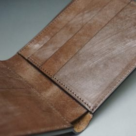 本体内側のスライド式のカード収納部分