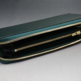平置きで蓋を開けた状態の長財布