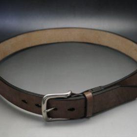 J.ベイカー社製ブライドルレザーのダークブラウン色の40mmベルト(ビジネス&カジュアルバックル/シルバー色)のご使用イメージ-1