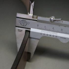 ベルトの厚みをノギスで計測