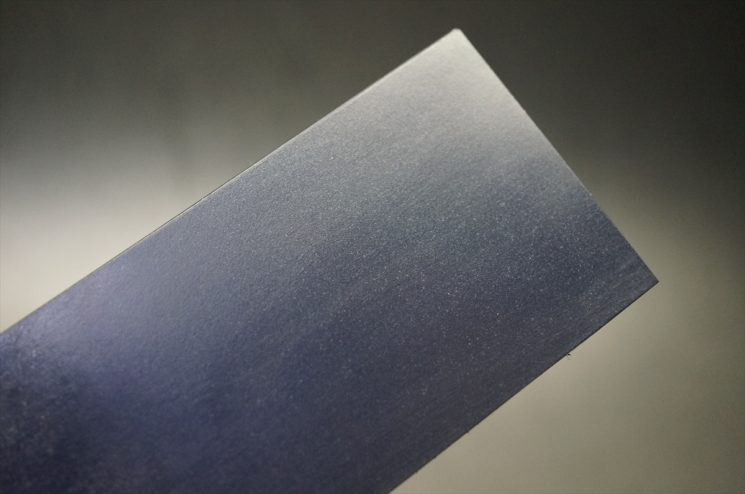 ブルーム層に付いた傷が取れた革の表面
