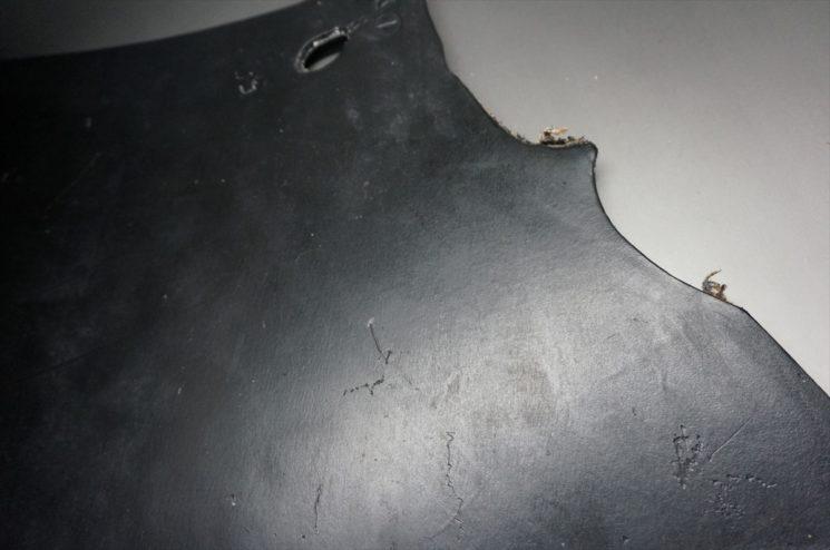もともと傷が付いたブライドルレザーの表面