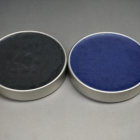 ブラックとネイビーの色味の比較