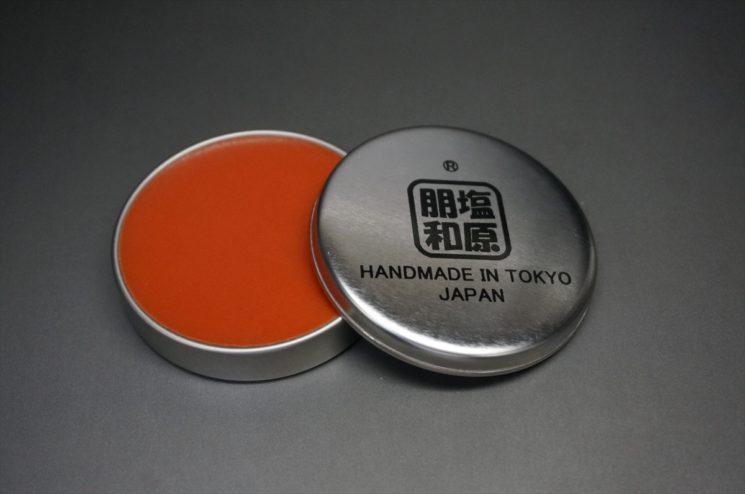 顔料入り蜜蝋ワックスのオレンジ色