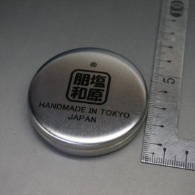顔料入り蜜蝋ワックスの容器のサイズ