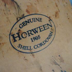 ホーウィンコードバンの背面のスタンプ