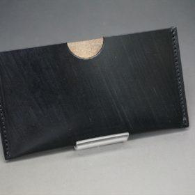 ブラック色のシンプル名刺入れの正面