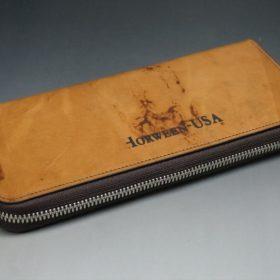平置きにした長財布の背面側