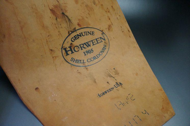 1枚革のホーウィンスタンプを写した拡大画像