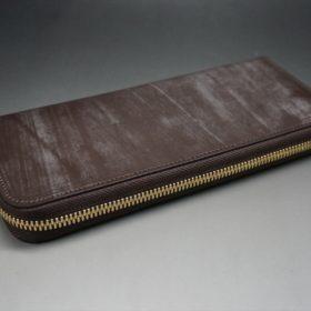 平置きにした長財布の全体像