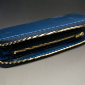 平置きにして蓋を開いた長財布