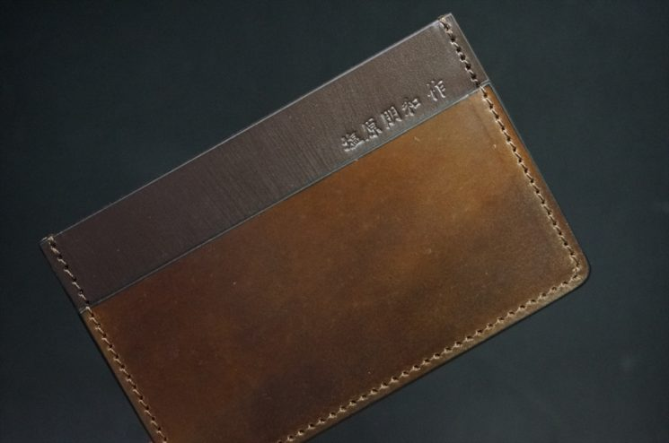 ホーウィンコードバンのダークコニャック色のカードケース