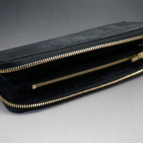 平置きにした長財布の内側