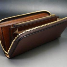 蓋を開いた長財布の全体画像