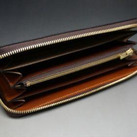 平置きにしたラウンドファスナー長財布の内側