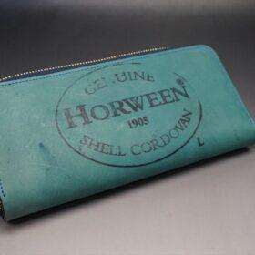 蓋を開いて平置きにした長財布の正面