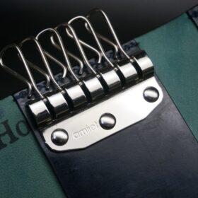 アミエ社製のシルバー色のキー金具