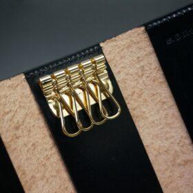 4連のゴールド色のキー金具