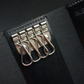 シルバー色の4連キー金具
