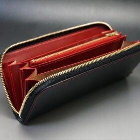 蓋を開いた長財布